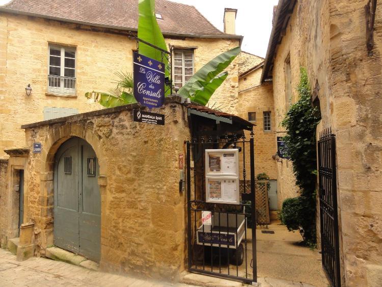 3 rue Jean-Jacques Rousseau, F-24200 Sarat-la-Canéda, France.