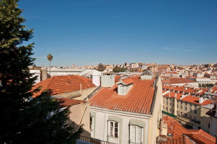 R. do Duque 26, 1200-159 Lisbon, Portugal.