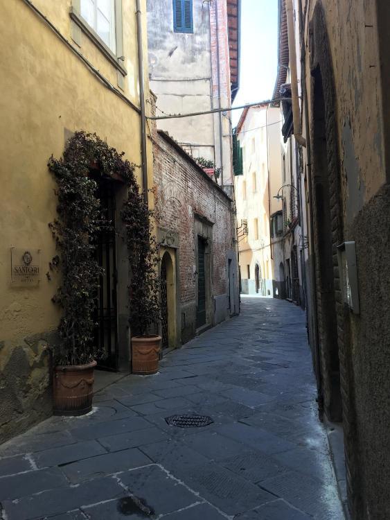 Via del Gallo 15, Lucca, 55100, Italy.