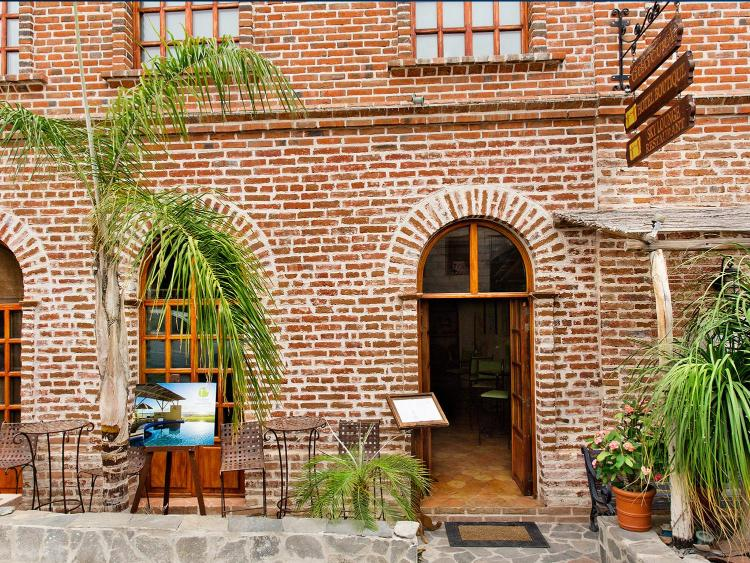 Legaspi esquina Topete S/N, 23300 Todos Santos, B.C.S., Mexico.