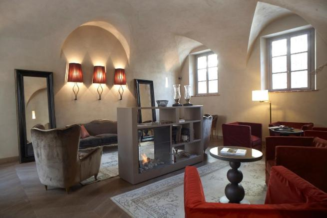 Via Giovanni Negri 20, 12045 Fossano, Piedmont, Italy.