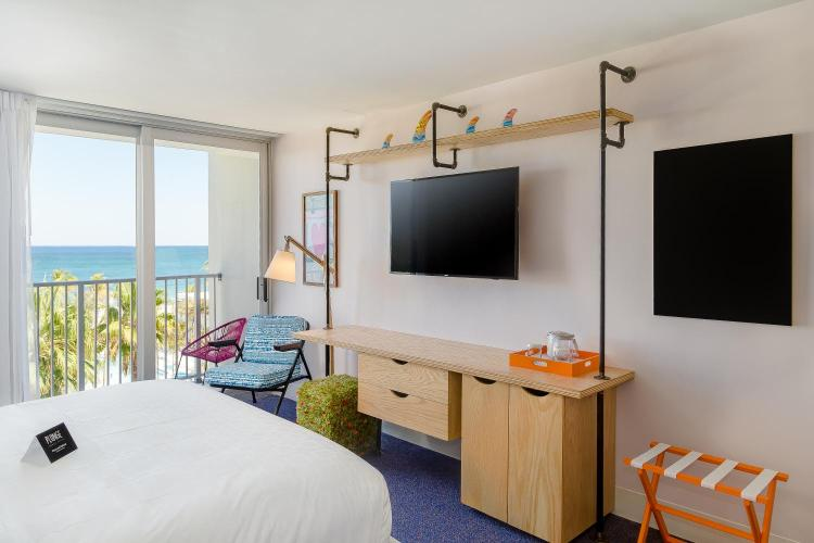 4660 El Mar Dr, Lauderdale-By-The-Sea, FL 33308, United States.