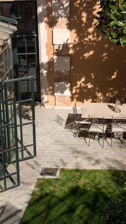9 Rue Collège d'Annecy, 84000 Avignon, France.