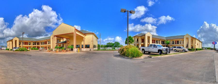 Lone Star Inn and Suites Victoria, Victoria, Texas | RentByOwner com