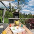 Two-Bedroom Holiday Home in Donji Zvecaj -صور الفندق والغرفة