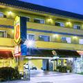Super 8 by Wyndham Inglewood/LAX/LA Airport - hotel and room photos