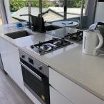 Bondi Beach Studio King Suite + Balcony - thumbnail 10