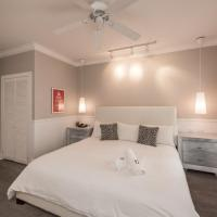 Alexander's Gay Lesbian Guesthouse (Adult Only 21+), Key West