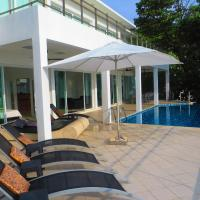 Villa Ginborn 5 bedroom poolvilla with stunning views over ocean, town, mountain