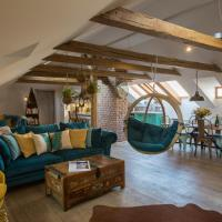 Apartamenty, Old Town Boho-Chic Attic with Hanging Chair