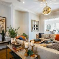 Stayloom's Gorgeous Luxe Brownstone | near A/C
