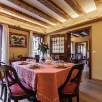 Apartamenty, La Tana Cozy Apartment in Campo San Maurizio