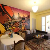 The House of JAZZ! 4BR Prime Location Flat For 11 guests