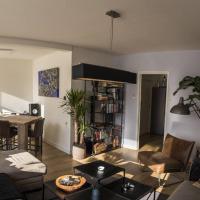 Vibing urban jungle apartment!