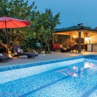 Domy wakacyjne, Two-Bedroom Holiday Home in Pula