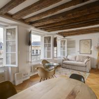 Cosy & bright under the beams on Place Dauphine ID 319