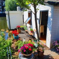 Romantic quiet studio on the canal