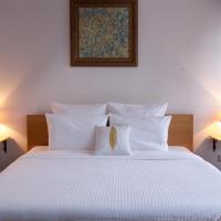 Отель October Riverside Inn