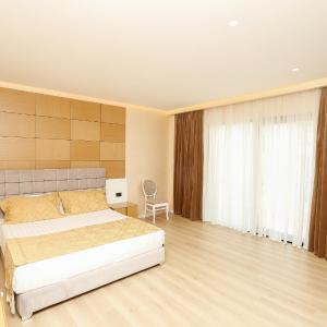 Oxford hotel, Tirana