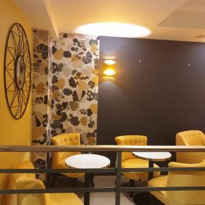 Panam Hotel - Place Gambetta, Paris