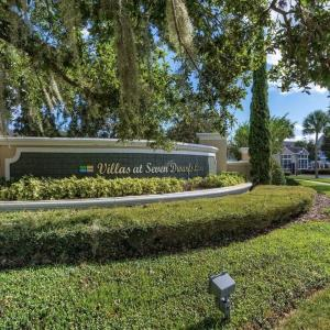 Beautiful town home 5 miles from Disney entrance in Kissimmee