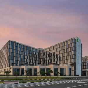 Holiday Inn Dubai Al-Maktoum Airport in Dubai