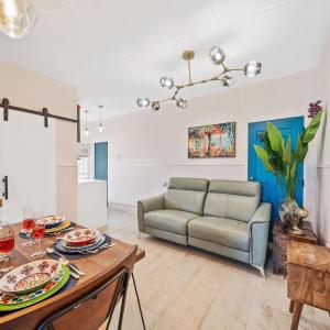 Boutique Smart Home Across The Beach - Alexa Host in Miami Beach