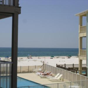 Beachside condo 2 Bedroom 2 Bath completely redecorated in Gulf Shores