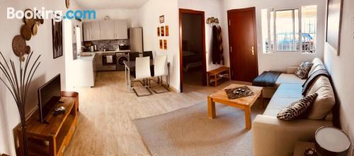 Espacioso apartamento en buena zona con vistas