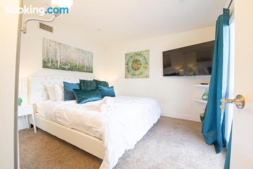 Apartment for two people in Los Angeles with terrace and wifi
