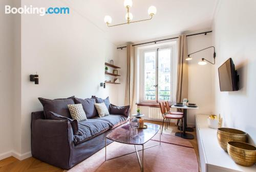 1 bedroom apartment home in Paris with internet.