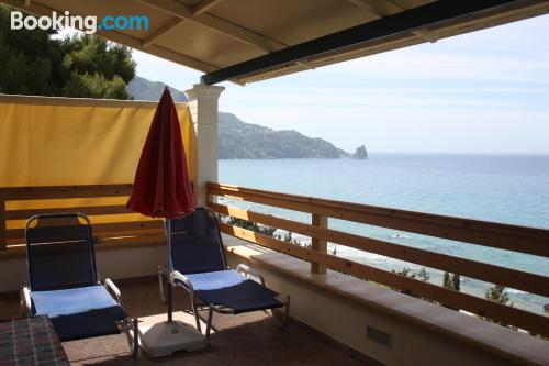Apartamento de 45m2 en Agios Gordios ¡Con terraza!