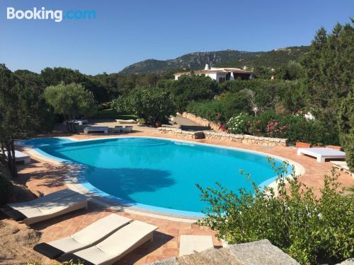 Apartamento con piscina y aire acondicionado en Porto Cervo