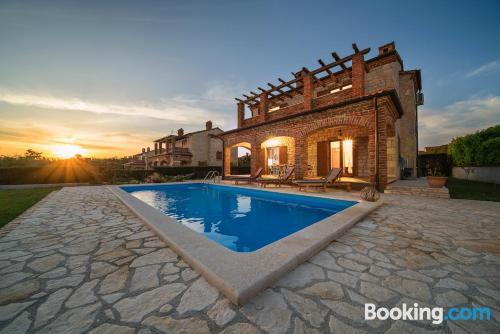 Apartamento con piscina y aire acondicionado ¡Con vistas!
