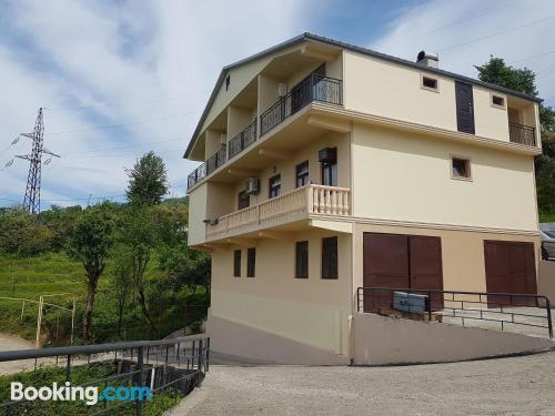 Apartamento para parejas con terraza y wifi.