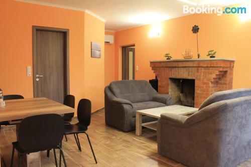 Pequeño apartamento de dos habitaciones en buena zona de Abádszalók.