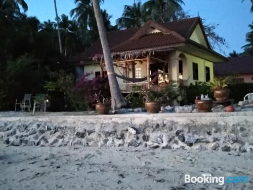 Apartamento acogedor en Taling Ngam Beach con terraza