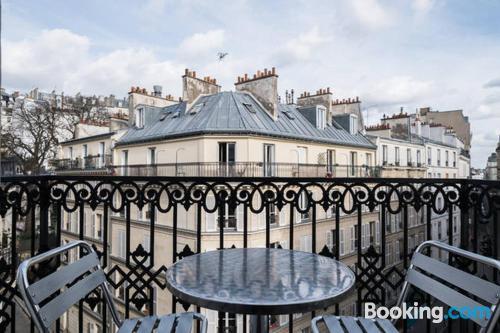 Paris calling! Wifi!