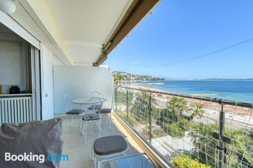 Apartment with 2 rooms in Cannes.