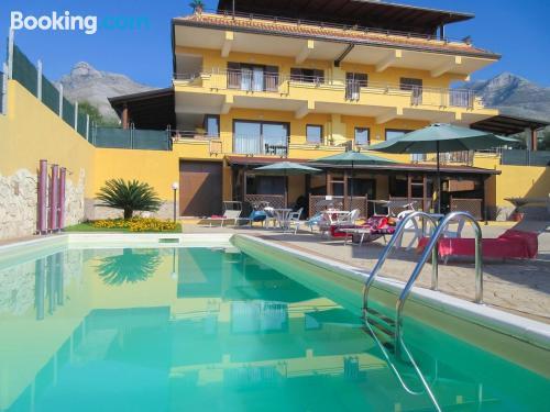 Apartamento en Formia con piscina.