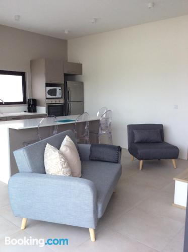 Apartamento de 60m2 en Blue Bay con vistas y conexión a internet.