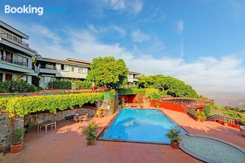 Apartamento para parejas en Mahabaleshwar. ¡Internet!