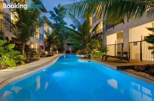 Apartamento de 50m2 en Trinity Beach con aire acondicionado