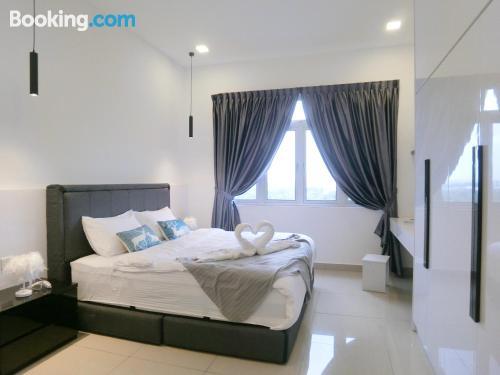 Apartamento de 1245m2 en Johor Bahru con piscina.