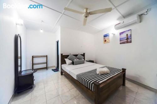 Práctico apartamento parejas con internet y terraza