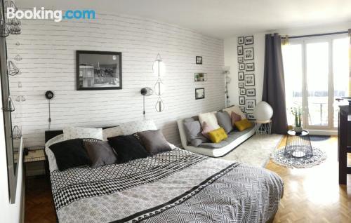 1 bedroom apartment in Antony. Enjoy your terrace