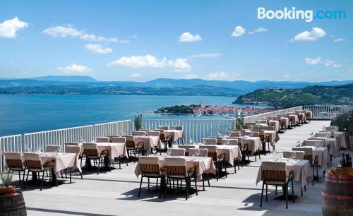 Apartamento de una habitación en Izola con terraza y piscina