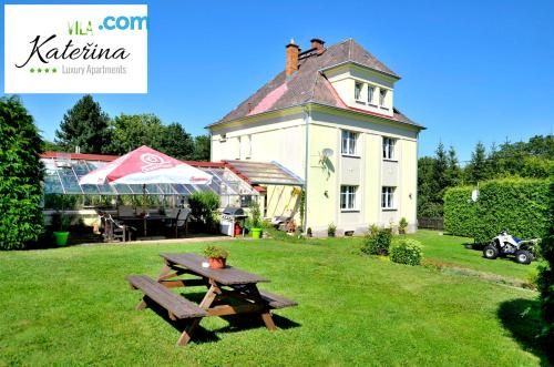 Cot available place with terrace and swimming pool