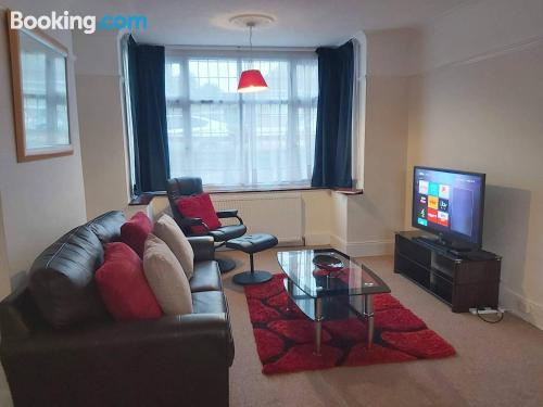 Comfy place in Luton with terrace and internet.