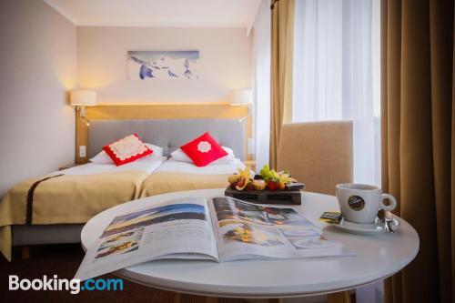 Apartamento pequeño con terraza.